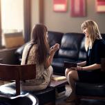悩みを誰かに話すことはなぜ重要なのか|ヨガの視点から考える