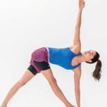 モデルKellyが指南 脚の歪みは腰&お尻の硬さが原因?骨盤まわりをほぐす美脚ポーズ