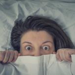 【寝る前5分】「クタクタなのに、眠れない」を解消!スムーズな入眠に誘う陰ヨガポーズ