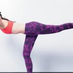 伊藤ニーナがトライ!美ボディのカギ「強くてしなやかな体幹」を作るバランスポーズ
