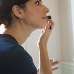 顔のむくみを取る簡単頭皮マッサージ|朝5分の習慣で顔まわりがスッキリ!