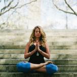 意外に知らない!瞑想姿勢のポイントと正しい座り方