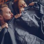 寝つきが悪いのは体が冷えているから?スムーズな入眠のための血流アップヨガ