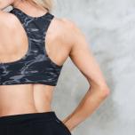 肩甲骨を動かして燃焼効率を高める!チェアヨガのウォーミングアップ