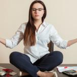 「『心地よく安定した姿勢』…と言われても!?」瞑想ビギナーのための正しい座り方講座