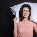 朝起きても疲れが残る人に。快眠をサポートする音楽アイテム4選