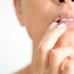 大人の唇は、リップクリームだけでは乾燥を解決できないかも? 頼るべきアイテムとは