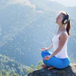 胸式呼吸では胸を反らせるのが正解? 呼吸するときの正しい姿勢