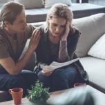 【生理前のイライラ対処法】彼に当たってしまう...PMSを和らげるヨガ的アドバイス