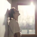 疲労困憊の原因は仕事の頑張りすぎ?お疲れ症状別・疲労回復ヨガポーズ