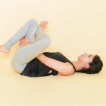 針穴のポーズで脚を持ちづらい人へのアドバイス ヨガ中の「つらい」を解決