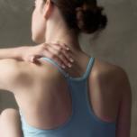 ヨガする人に意外と多い肩のケガ|強く動かしやすい肩を作る3つのポーズ