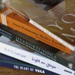 ヨガインストラクターがオススメするヨガの本4選|初心者から上級者までヨガ哲学が学べる人気の書籍は