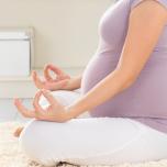 マタニティヨガ、いつから始めてOK?妊娠周期別おすすめポーズ、頻度、服装をヨガ講師が解説