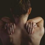 ヨガ中、肩が痛くなる人へ。知っておきたい肩帯のこと ヨガ解剖学