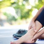 足首の硬さは下半身太りの原因?動かして流すカンタン足首ほぐし術