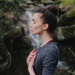 意識の向け方ひとつで簡単に直せる!ヨガでの呼吸で気をつけたいポイントは