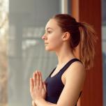 ヨガの快適度が変わる!心地よい呼吸へ導く3つのセルフマッサージ