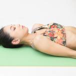 可動域が広がる股関節の正しい位置を知ろう!|開く・曲がる「寝たまま壁ヨガ」①