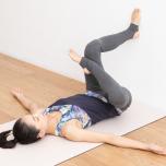 可動域が広がる股関節の正しい位置を知ろう!|開く・曲がる「寝たまま壁ヨガ」③