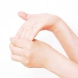 「神門」を刺激する手首のストレッチ1
